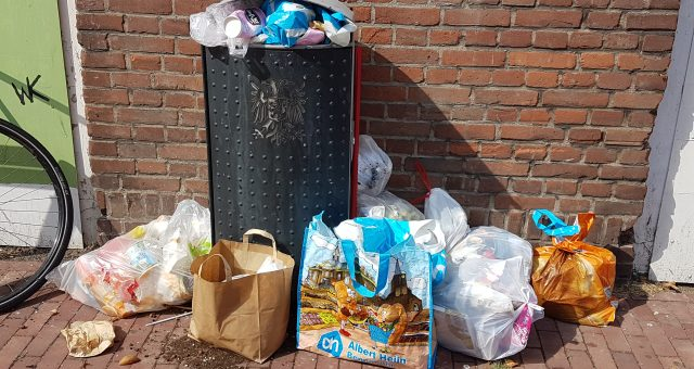 Volle afvalbakken